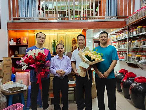 聚焦肥妃微生物菌剂 谢文淦与惠州市盈宝生物科技负责人对话三农
